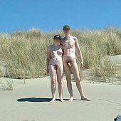 Non-professional pair shows their sex on beach.