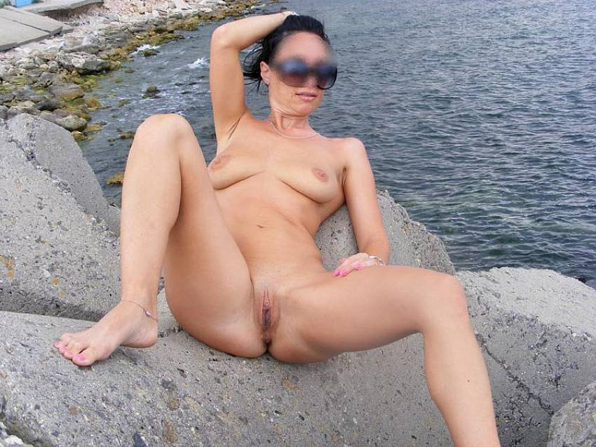 Amateur nude wives beach